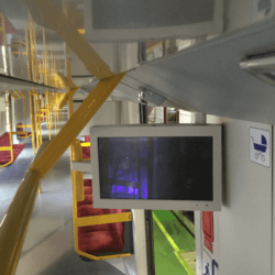 obudowa monitora LCD w metrze