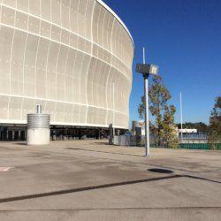 obudowa na zewnątrz stadionu