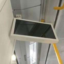 obudowy monitorów LCD w metrze